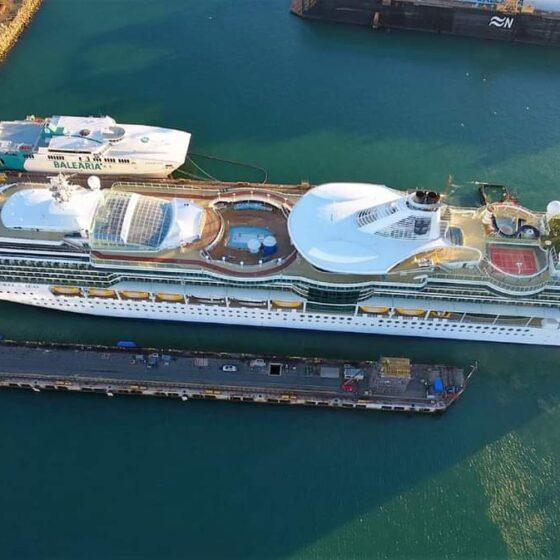 Jewel of the Seas entrando al dique