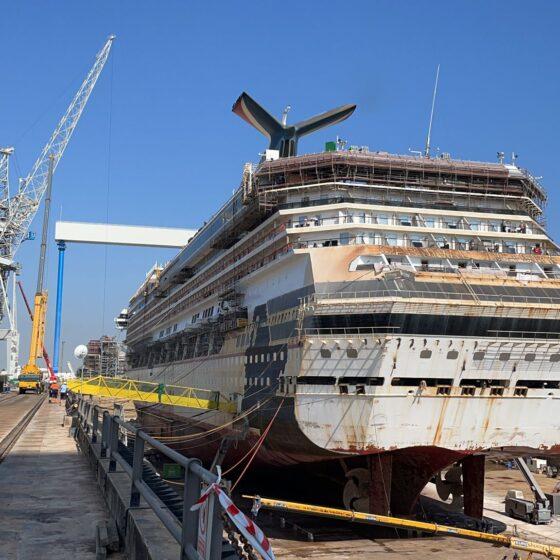 Carnival Victory - Vista del Barco en el dique de Navantia Puerto Real