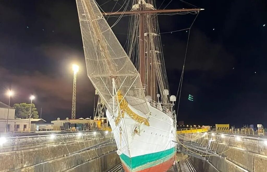 Juan Sebastián Elcano visto desde la proa